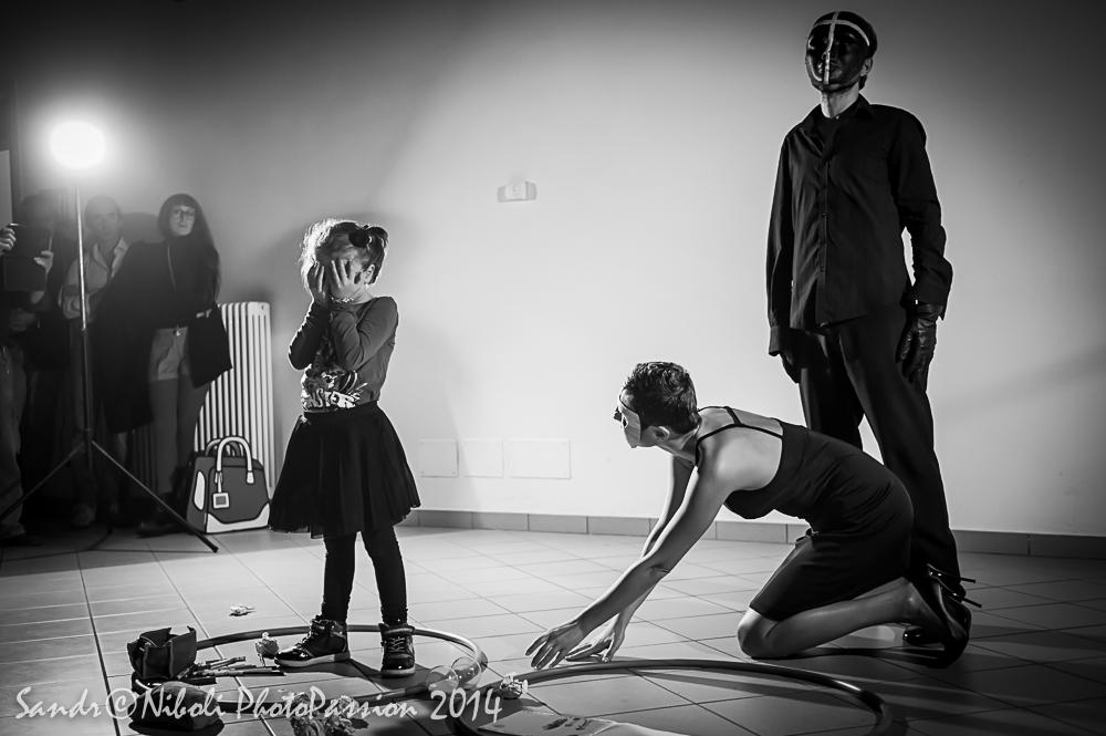"Foto della performance ""Nonsonomaistataunabambina"""
